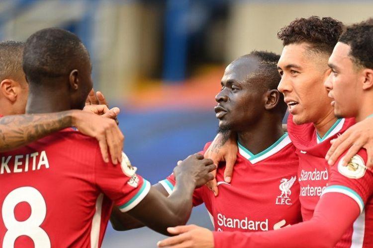 Para pemain Liverpool merayakan gol Sadio Mane ke gawang Chelsea pada lanjutan laga Liga Inggris di Stadion Stamford Bridge, London, pada 20 September 2020.