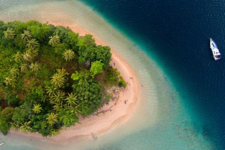 Pulau Setan, Kabupaten Pesisir Selatan, Sumatera Barat, Kamis (14/5/2015). Pulau Setan berada di kawasan Taman Laut Mandeh.