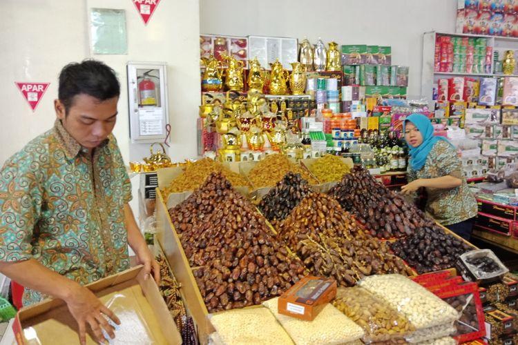 Penjual kurma di Pasar Tanah Abang Blok B, Rabu (23/5/2018).
