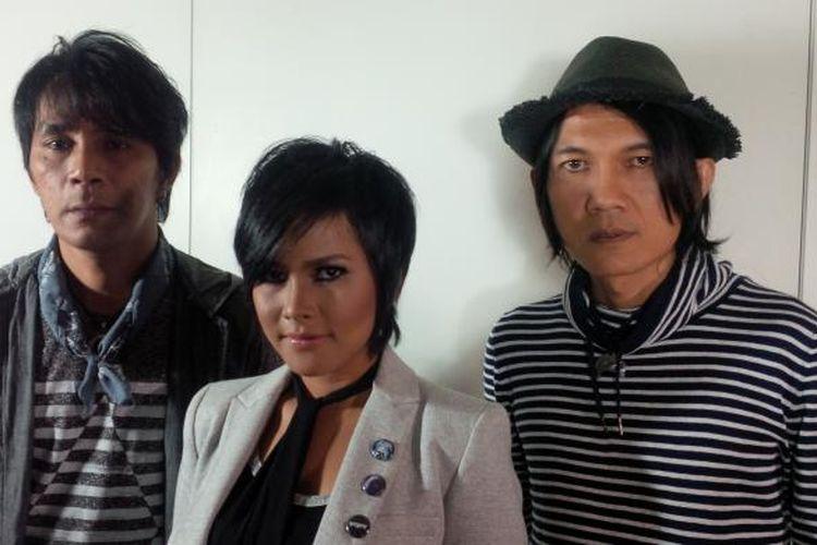 Grup band Utopia diabadikan saat peluncuran single terbarunya yang berjudul Kenangan Ini di Hotel Icon, Kemang, Mampang Prapatan, Jakarta Selatan, Kamis (22/10/2015).