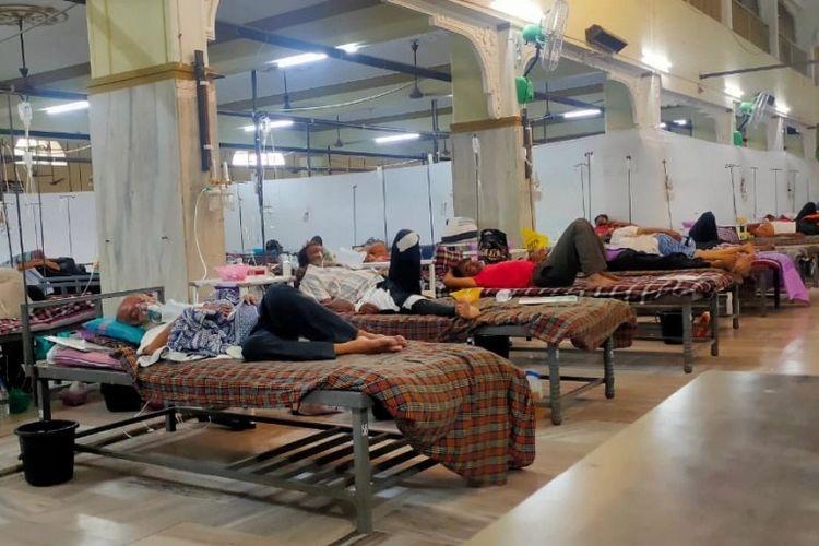 Pesantren Falahi menyediakan oksigen, obat-obatan dan makanan untuk pasien Covid-19. [Dok. Mufti Arif Falahi Via Al Jazeera]