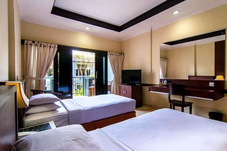 Kamar tipe Superior Room di Champlung Mas Hotel, Bali.