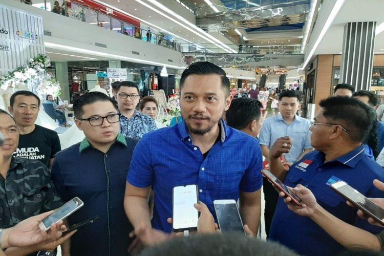 AHY saat diwawancara wartawan di salah satu pusat perbelanjaan di Kota Manado, Sulawesi Utara, Kamis (13/2/2020)
