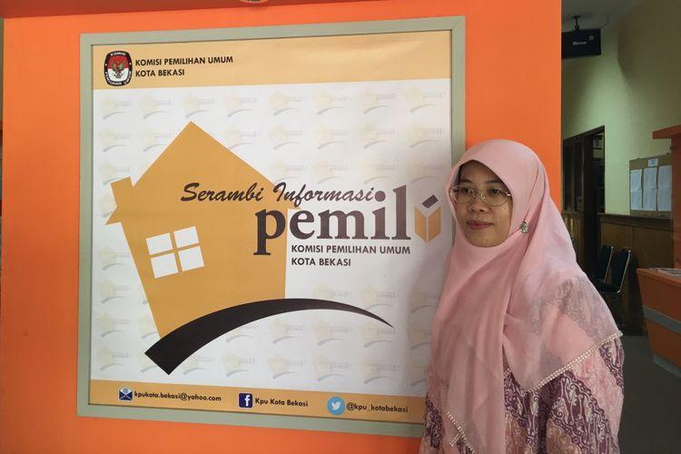 Komisioner Divisi Sosialisasi dan SDM KPU Kota Bekasi, Nurul Sumarheni saat Komisi Nasional Hak Asasi Manusia (Komnas HAM) mendatangi KPU Kota Bekasi, Rabu (12/7/2017).
