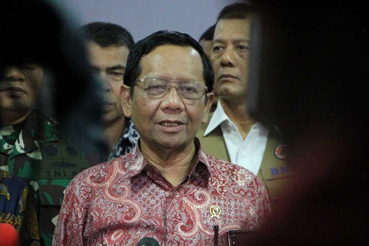 Menteri Koordinator Bidang Politik, Hukum dan Keamanan (Menkopolhukam) RI, Mahfud Md ditemui di kantor Bupati Natuna, kepulauan Riau (Kepri) mengatakan pemerintah masih menggodok terkait wacana pemulangan WNI untuk gelombang kedua, Kamis (6/2/2020).