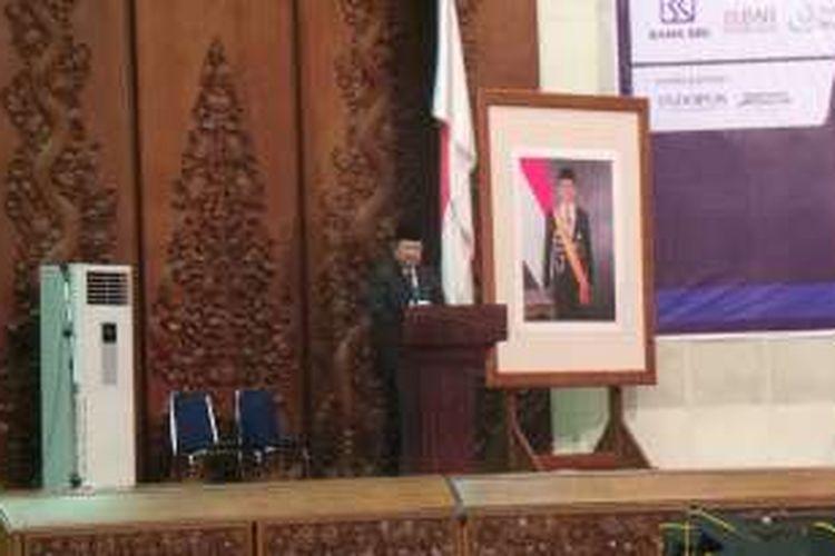 Mantan Presiden Susilo Bambang Yudhoyono saat memberikan orasi ilmiah pada acara Wisuda Universitas Al Azhar Indonesia, Sabtu (27/6/2016).