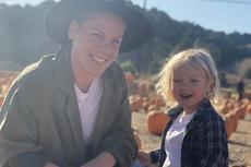 Perjuangan Pink Kalahkan Virus Corona Bersama Anak Umur 3 Tahun