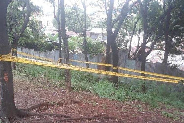 Lokasi penemuan mayat bayi di taman kota Tol Jagorawi wilayah Kecamatan Makasar, Jakarta Timur, Jumat (31/1/2020).