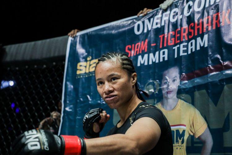 Petarung wanita kelas atomweight ONE Championship asal Indonesia, Priscilla Hertati Lumban Gaol.