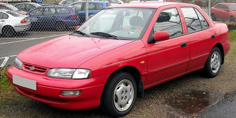 Generasi pertama sedan Kia Sephia 1995 alias Timor S15.