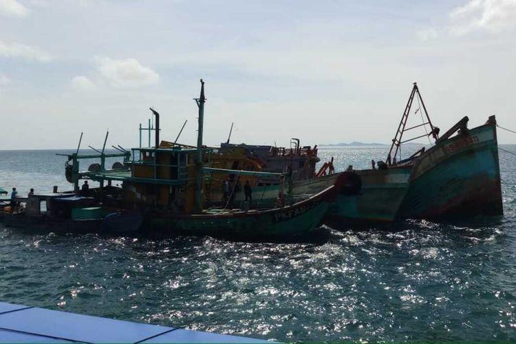 Lima Kapal Ikan Asing (KIA) yang masing-masing berasal dari Vietnam dan Malaysia yang melakukan pencurian ikan (Ilegal Fishing) di perairan Kepulauan Riau (Kepri) di tenggelamkan. Lima KIA tersebut masing-masing terdiri empat KIA asal Vietnam dan satu KIA asal Malaysia.