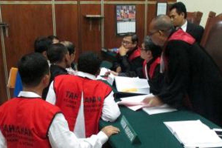 Sidang pencurian air milik PT PAM Lyonnaise Jaya (Palyja) oleh PD Doa Bersama kembali digelar Pengadilan Negeri Jakarta Utara, Selasa (3/2/2015) lalu. Agenda sidang tersebut adalah mendengarkan keterangan saksi dari dua karyawan Palyja.