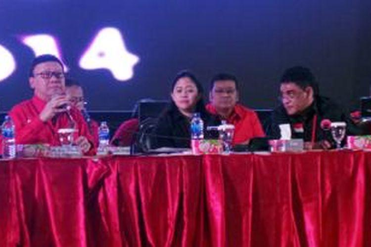 Sekjen PDIP Tjahjo Kumolo bersama Ketua DPP PDIP Puan Maharani dan Ketua Steering Commitee Rakernas IV PDI-P Andreas Hugo Pareira di Semarang, Jawa Tengah, Sabtu (20/9/2014).