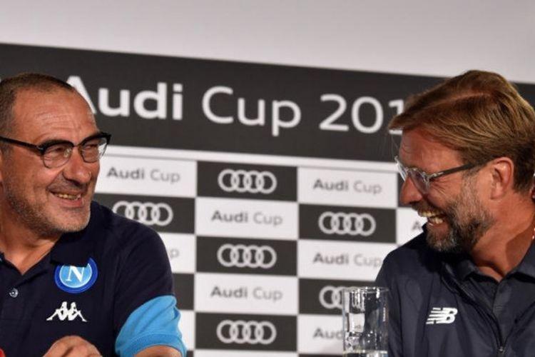 Juergen Klopp (kanan) dan Maurizio Sarri bertemu dalam jumpa pers Audi Cup 2017 di Muenchen, 31 Juli 2017, yang mempertemukan Liverpool, Napoli, Atletico Madrid, dan Bayern Muenchen.