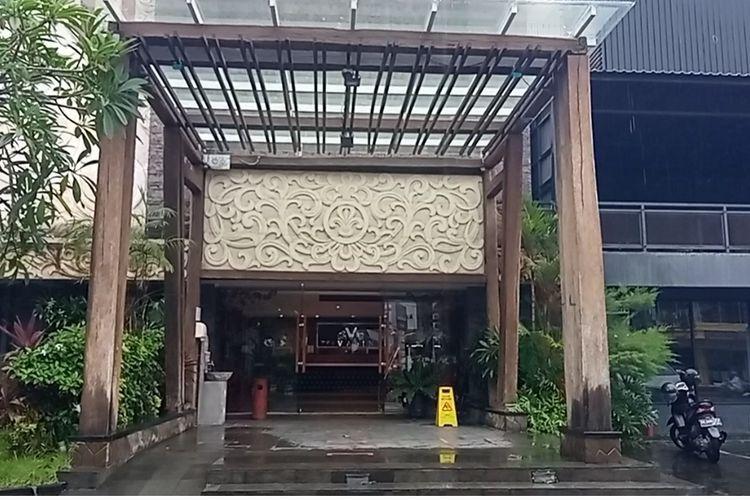 Nampak depan The Vasini Hotel, Jalan WR Supratman, Denpasar, Bali.