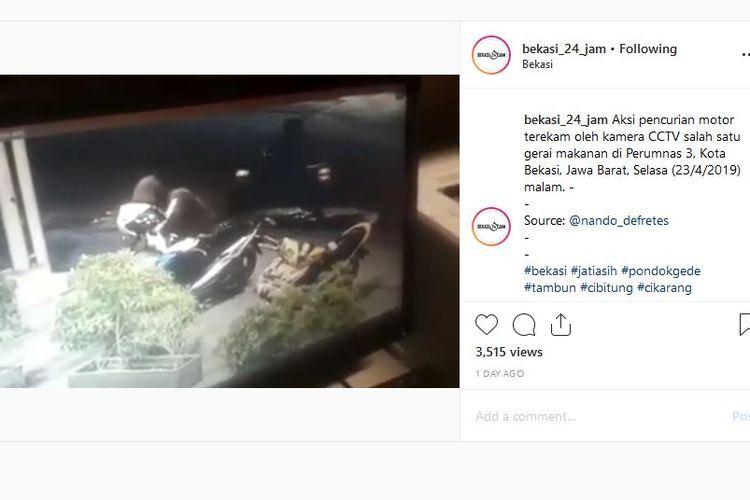 Pencurian sepeda motor di restoran piza di Bekasi terekam kamera CCTV.