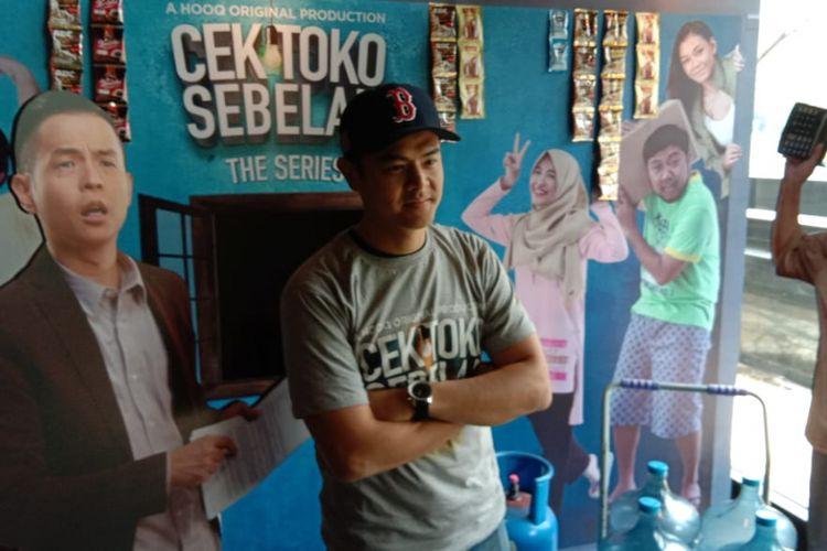 Dion Wiyoko menghadiri peluncuran Cek Toko Sebelah The Series lewat layanan video on demand HOOQ di Bluegrass, Kuningan, Jakarta Selatan, Selasa (18/12/2018).