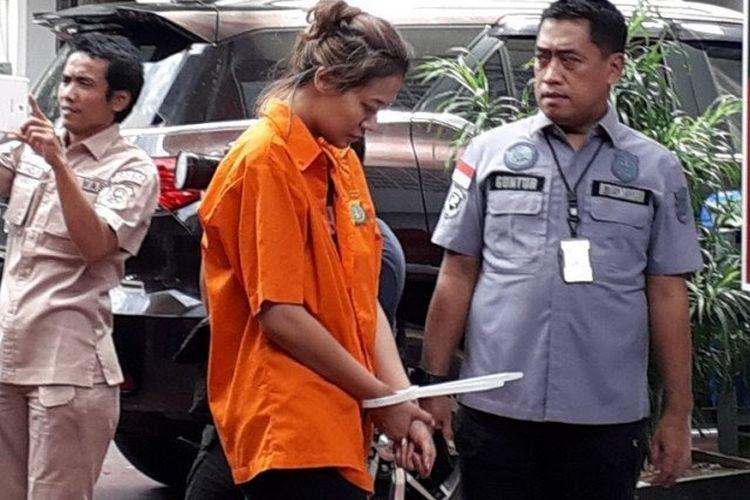 Bintang film Air Terjun Penganti, Nanie Darham, diciduk polisi karena kasus dugaan penyalahgunaan narkoba.