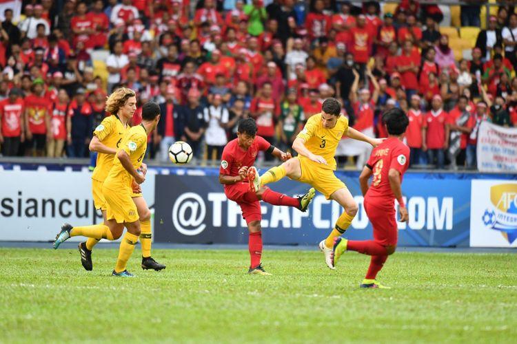 Timnas U-16 Indonesia berhadapan dengan Australia pada perempat final Piala Asia U-16 2018 di Stadion Bukit Jalil, 1 Oktober 2018.