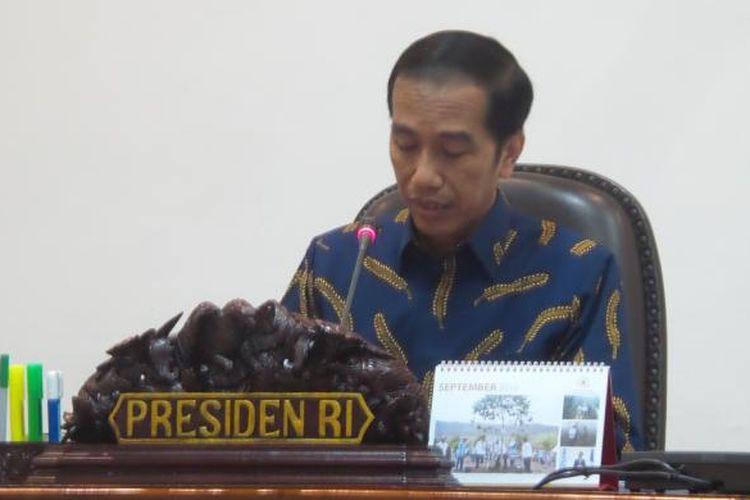 Presiden Joko Widodo saat memimpin rapat terbatas di Kantor Presiden, Jakarta, 2 Januari 2016