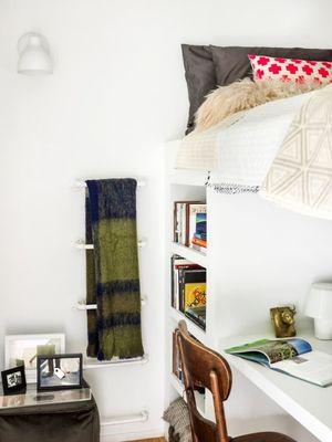 Tempat tidur tingkat membuat penampilan baru di ruangan kecil.