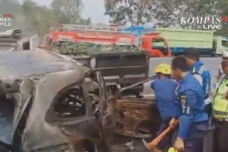 Kecelakaan beruntun terjadi di ruas Tol Cipularang, Senin (2/9/2019). Kecelakaan melibatkan 21 kendaraan menyebabkan 6 orang tewas.