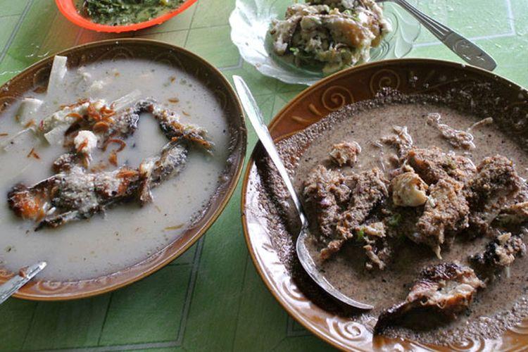 Holat, anyang, sambal tuk-tuk, dan sayur ubi rebus di Warung Holat Bu Dedek, Rantau Prapat, Labuhan Batu, Sumatera Utara.