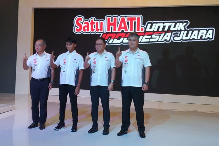 Mario Suryo Aji bersama pata petinggi Astra Honda Motor (AHM).