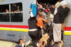 Rebutan Tempat Duduk, Penumpang KRL Tersungkur di Lantai Kereta