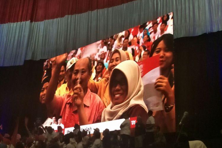 Warga Bekasi, Siti Jariyah, yang disebut calon presiden nomor urut 01 Joko Widodo dalam pidato kebangsaan di Sentul International Convention Center, Minggu (24/2/2019).