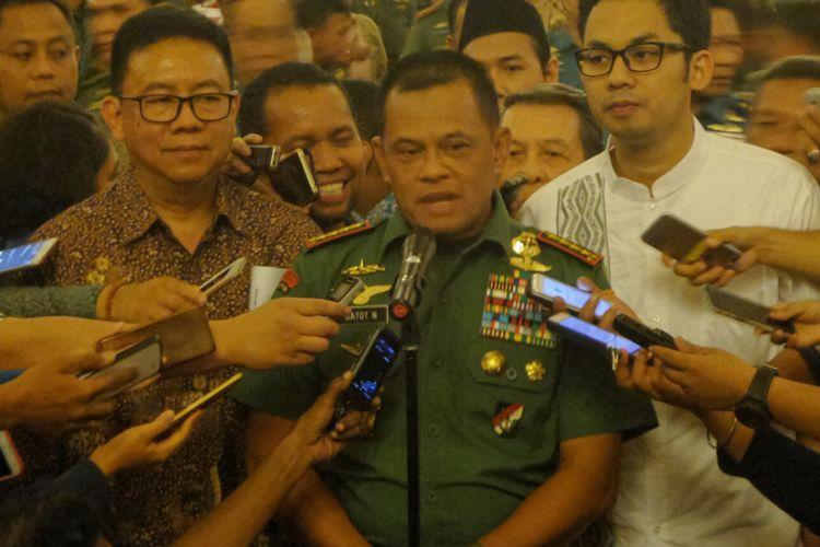 Panglima TNI Jendral Gatot Nurmantyo saat memberikan keterangan usai menghadiri acara buka puasa bersama dengan sejumlah pimpinan media massa nasional, di Balai Sudirman, Jakarta Selatan, Senin (12/6/2017).
