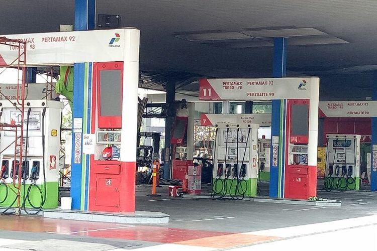 Kebakaran terjadi di Stasiun Pengisian Bahan Bakar Umum (SPBU) Jalan MT Haryono, Tebet, Jakarta Selatan,  Minggu (1/12/2019) pada pukul 23.30 WIB. Akibat kebakaran tersebut, satu pompa pengisian bahan bakar terbakar.
