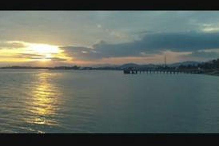 Indahnya ngabuburit sambil menikmati 'sunset' di pantai Bahari, Polewali Mandar, Sulawesi Barat.