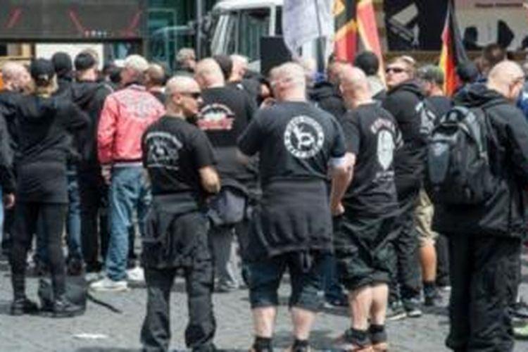 Kelompok ekstrim kanan dianggap menggunakan lambang tersembunyi.
