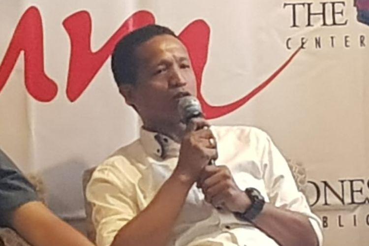 Peneliti FORMAPPI Lucius Karus saat berbicara dalam diskusi The Indonesian Institute di kawasan Menteng, Jakarta Pusat, Selasa (29/10/2019).