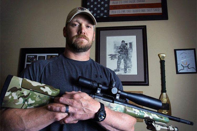 Chris Kyle sniper legendaris Amerika yang aksinya diangkat ke film American Sniper.