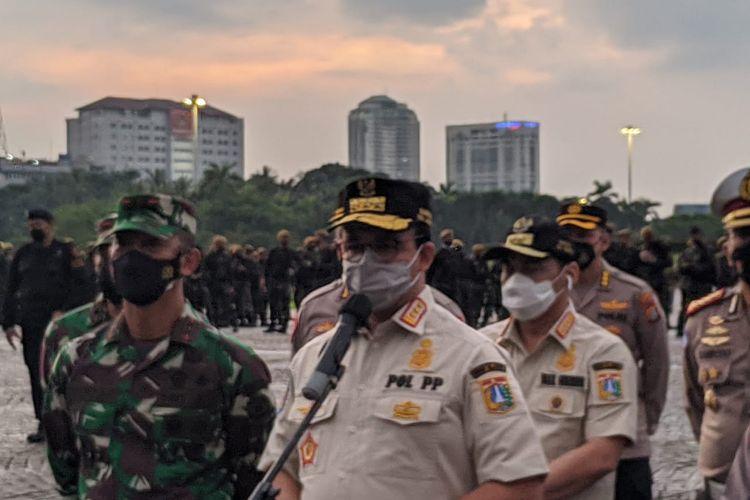 Gubernur DKI Jakarta Anies Baswedan saat ditemui menggelar apel pengawasan PPKM Mikro di Lapangan Silang Monas, Jumat (18/6/2021)