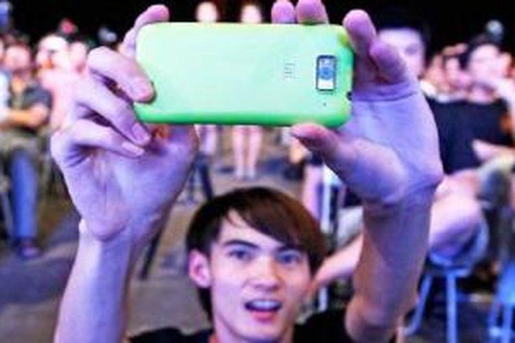 Pengguna ponsel Xiaomi ber-selfie