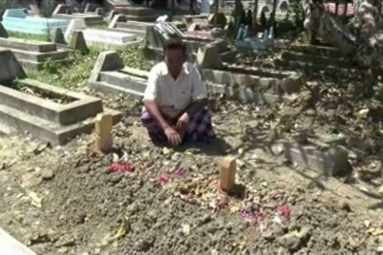 Karena suaminya meninggal sesaat sebelum berangkat ke tanah suci, Katrina warga Polewali Mandar sulawesi barat terpaksa  naik haji dalam suasana Berduka.