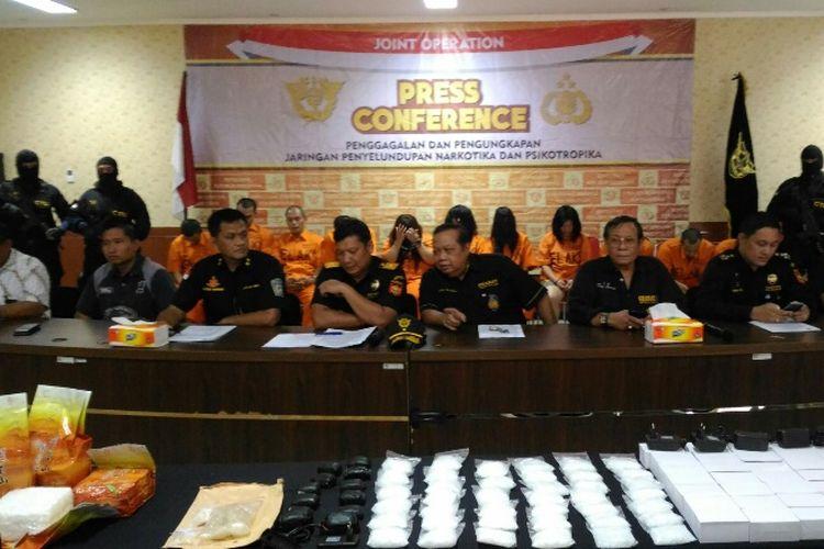 Suasana jumpa pers penggagalan upaya penyelundupan narkotika oleh Bea Cukai Bandara Soekarno Hatta, Rabu (3/5/2017).