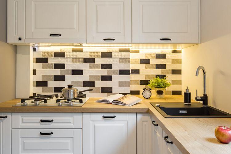 Ilustrasi dapur sempit, ubin dinding dapur.