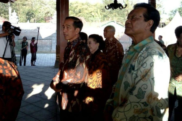 Presiden Joko Widodo saat melihat Pendopo Keraton Mataram, yang digunakan untuk shooting film Sultan Agung : The Untold Love Story