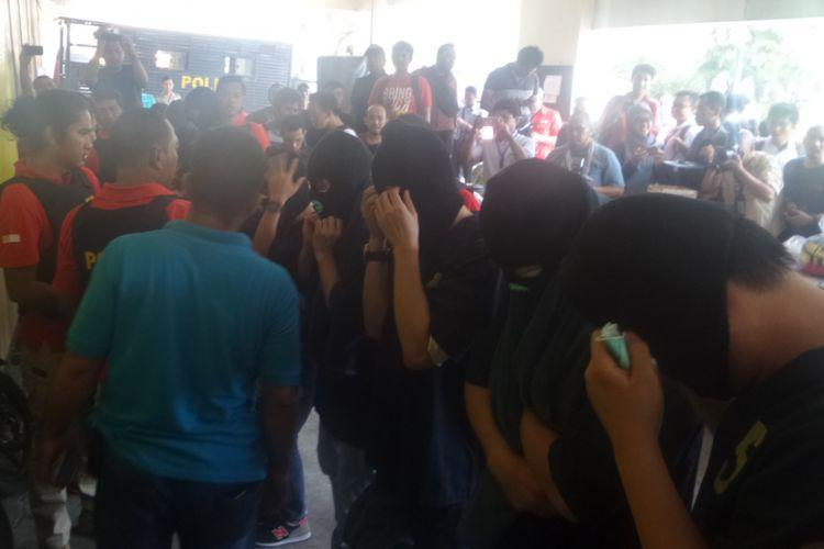 Polres Metro Jakarta Utara amankan 141 orang yang diduga terlibat pesta khusus kaum homoseksual di Jakarta Utara, Senin (22/5/2017)