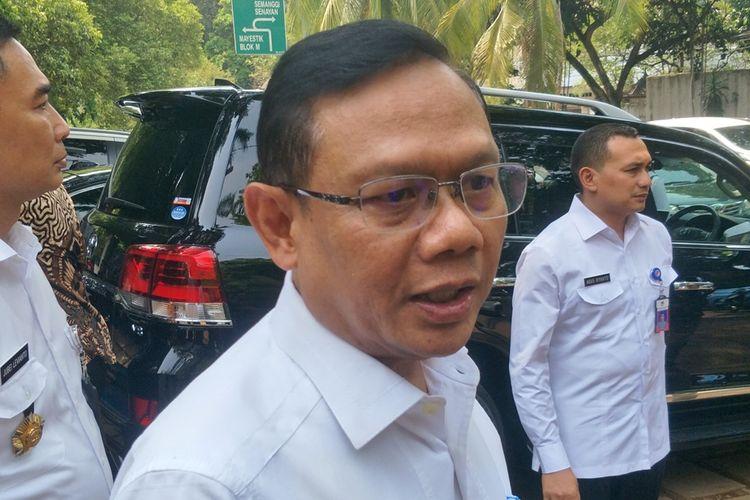 Sekjen Kementerian Pertahanan Laksdya TNI Agus Setiadji menyambangi kediaman Menteri Pertahanan Prabowo Subianto di Jalan Kertanegara, Jakarta Selatan, Rabu (23/10/2019).