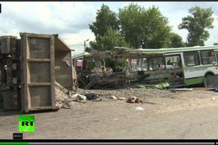 Sebuah truk menabrak bus penuh penumpang di Rusia, Minggu (14/7/2013) siang waktu setempat. Setidaknya 18 orang tewas dan puluhan yang lain terluka.