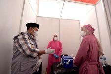 Tinjau Vaksinasi di Karawang dan Bekasi, Wagub Uu Optimistis Herd Immunity Akan Tercapai
