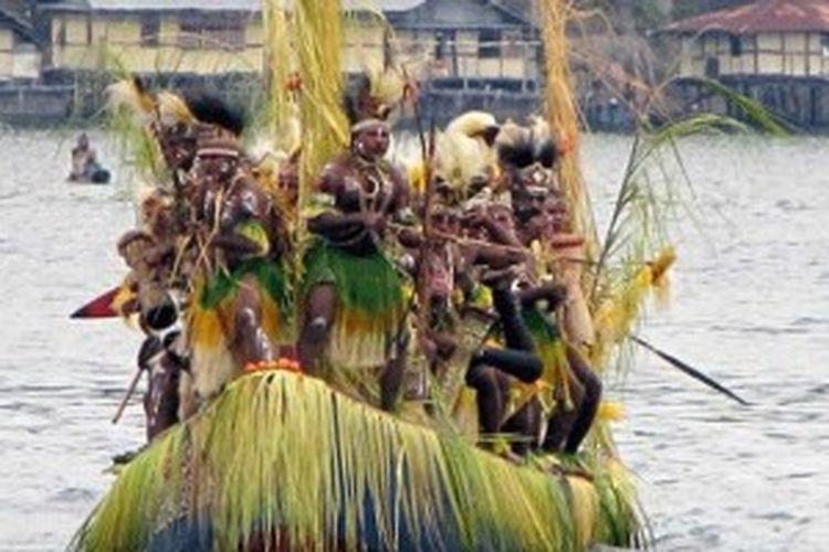 Festival Danau Sentani di Papua.