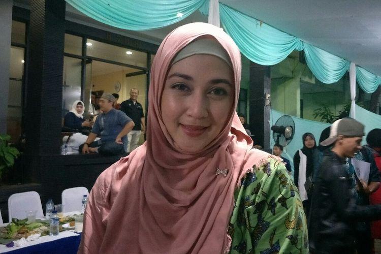 Artis sinetron Dina Lorenza saat ditemui dalam sebuah acara di kawasan Pondok Kelapa, Jakarta Timur, Senin (27/5/2019).