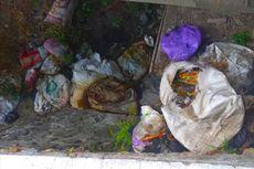Sampah Bangkai Ayam Tebar Aroma Busuk di Jalan Menuju Telaga Sarangan
