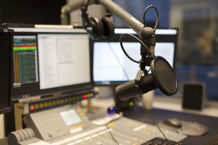 Ilustrasi studio radio